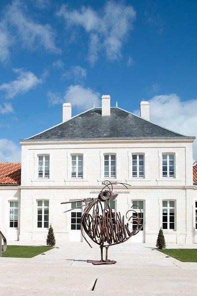 le pélican devant la mairie de Champniers