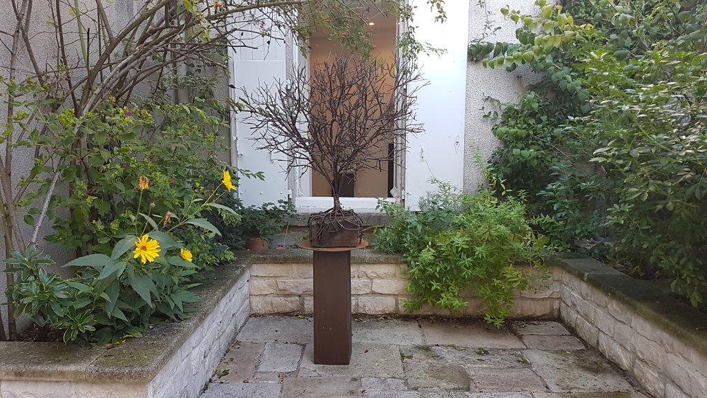 dans le jardin de la Galerie Marland